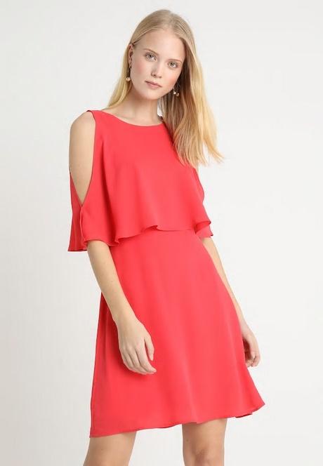 Rotes enges kurzes kleid