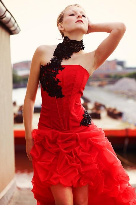 Abendkleid schwarz rot