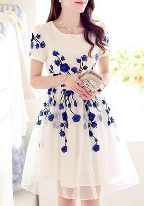 Wei 223 Es Kleid Mit Blumen