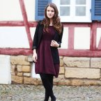 Weinrotes strickkleid